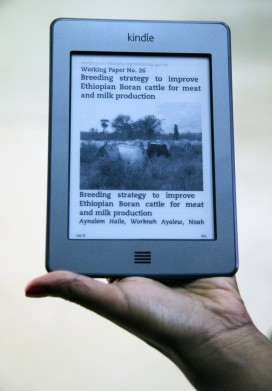 Kindle e-readers for development agents and extension experts. Photo: Zerihun Sewunet/ILRI