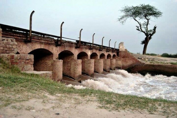 Aging canal infrastructure in Punjab, Pakistan. Photo: Junaidrao on Flickr