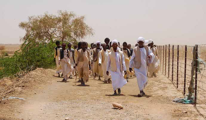 The community walking along the Hafir (right side of the fence). Photo: Matthijs Kool
