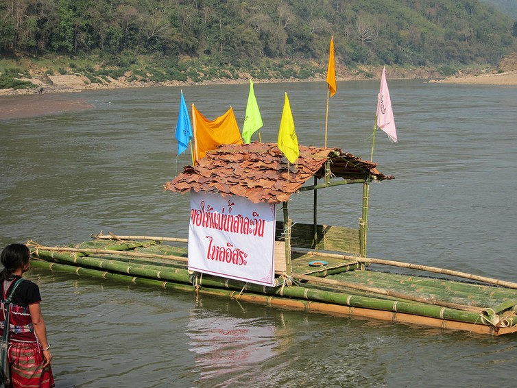 Save the Salween, reads the placard. Local communities have gathered to pray for the river in an international organised event.
