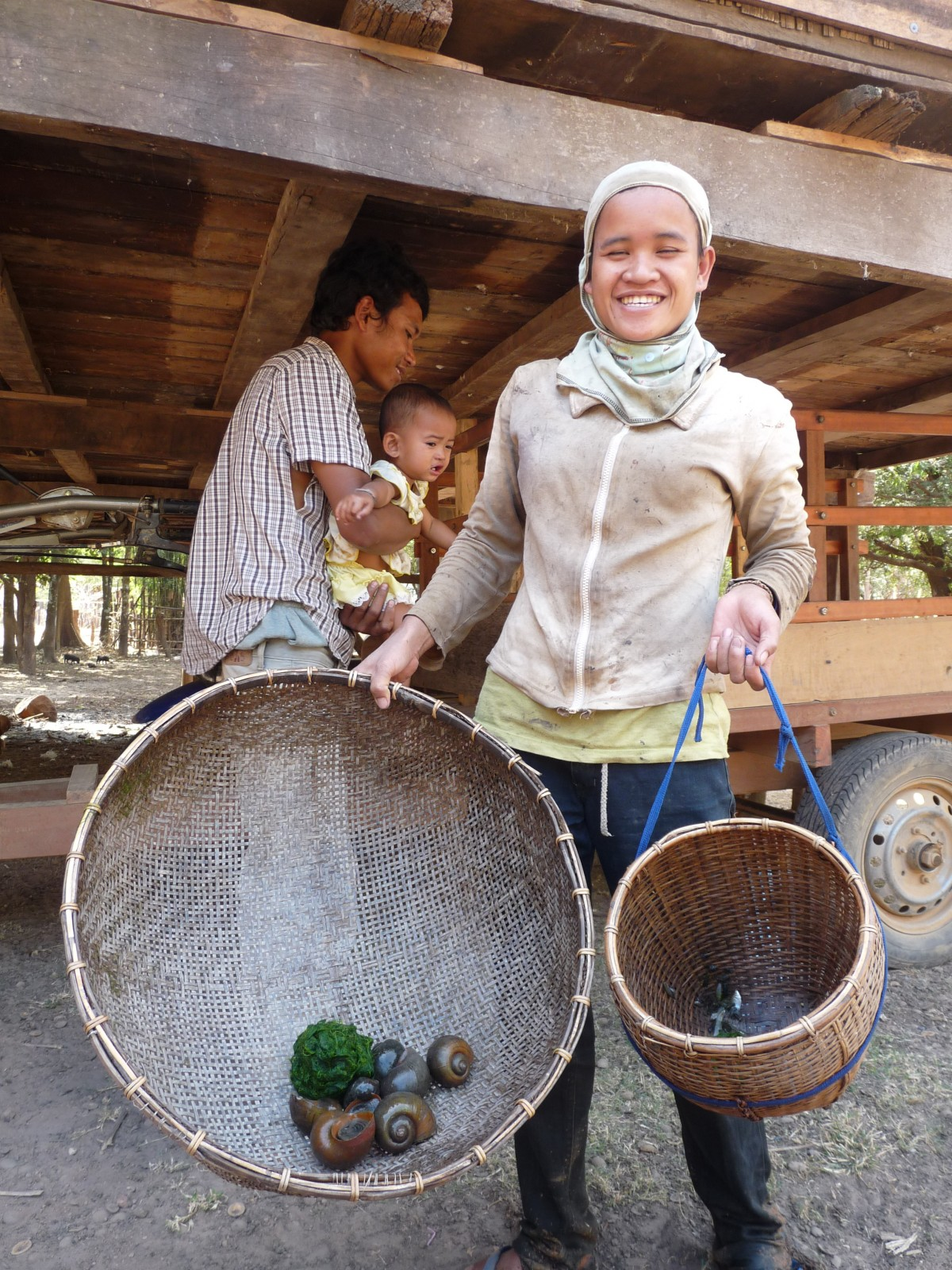 woman collecting snails lao resettlement