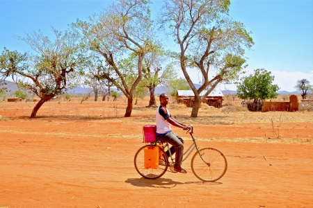 Visit to farmer villages outside of Dodoma, Tanzania. The area is very dry and rough, feeling the impact of an increasingly variable rain and temperature increases.