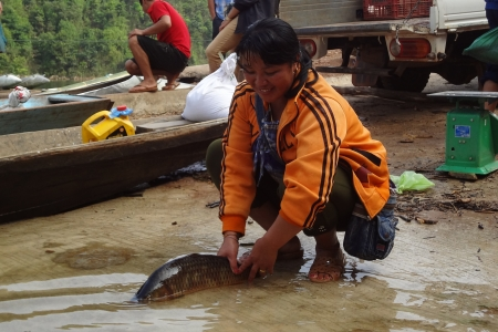 woman with fish Lao resettlement